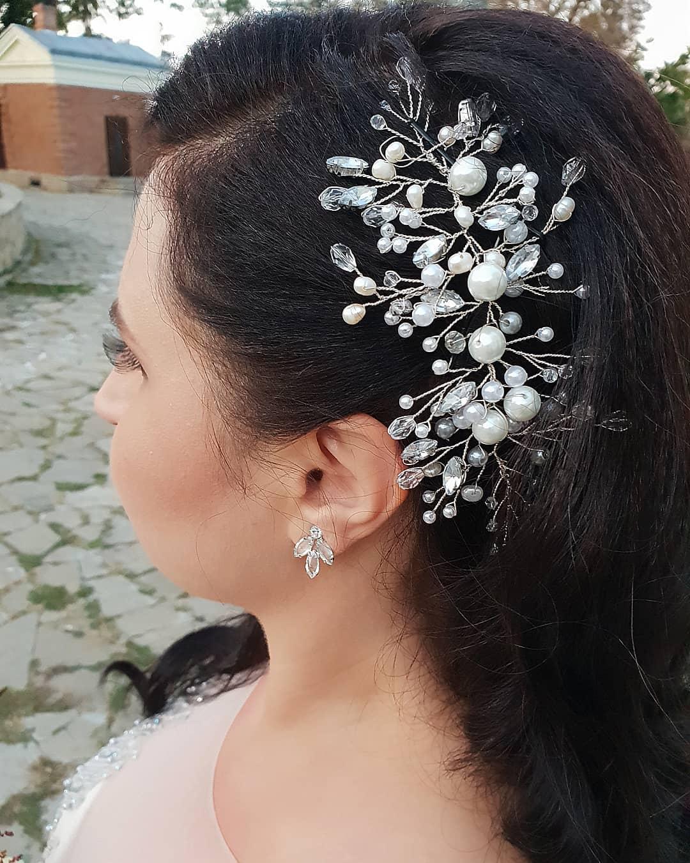 Cum iti poti schimba coafura parului si sa repozitionezi accesoriul in timpul nuntii
